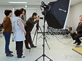 김유종 지회장과 빛사랑 회원들, 장수사진 봉사